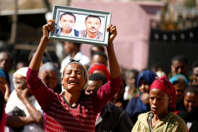 Ethiopia landslide mourners