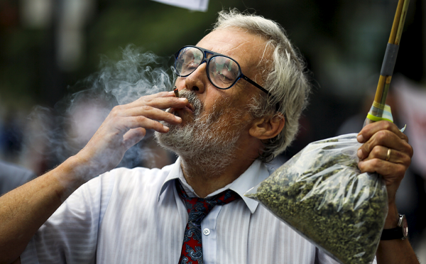 Two Illinois Representatives introduced bills that would legalize recreational marijuana.