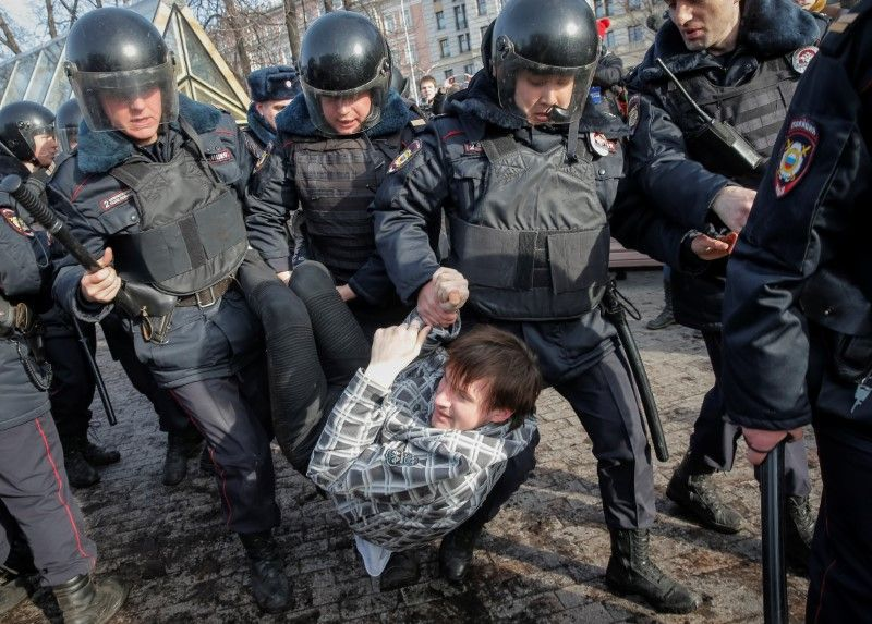 04_01_protests_01