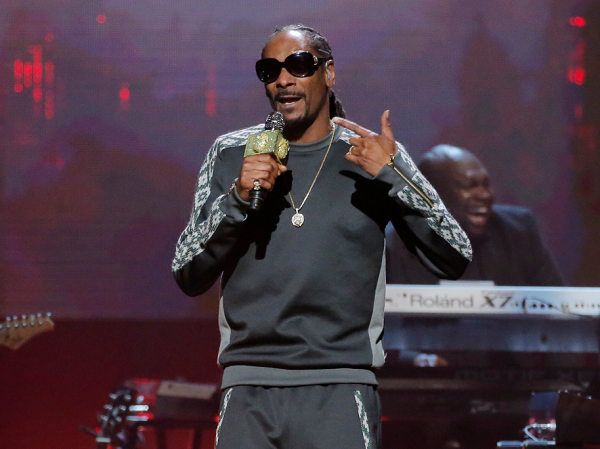 Snoop Dogg doesn't understand how President Donald Trump is running the country.