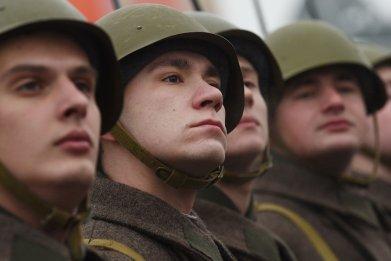 04_27_Putin_Troops_01