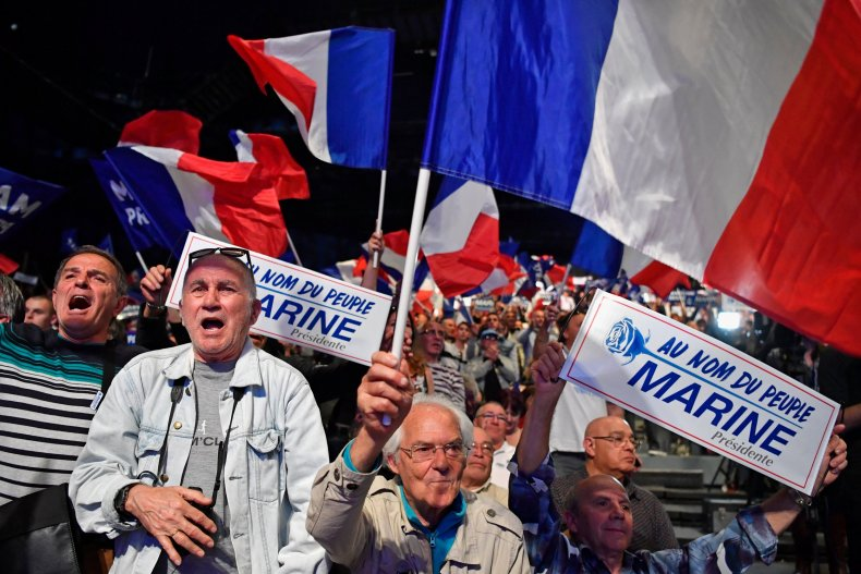 04_27_Macron_Populism_01