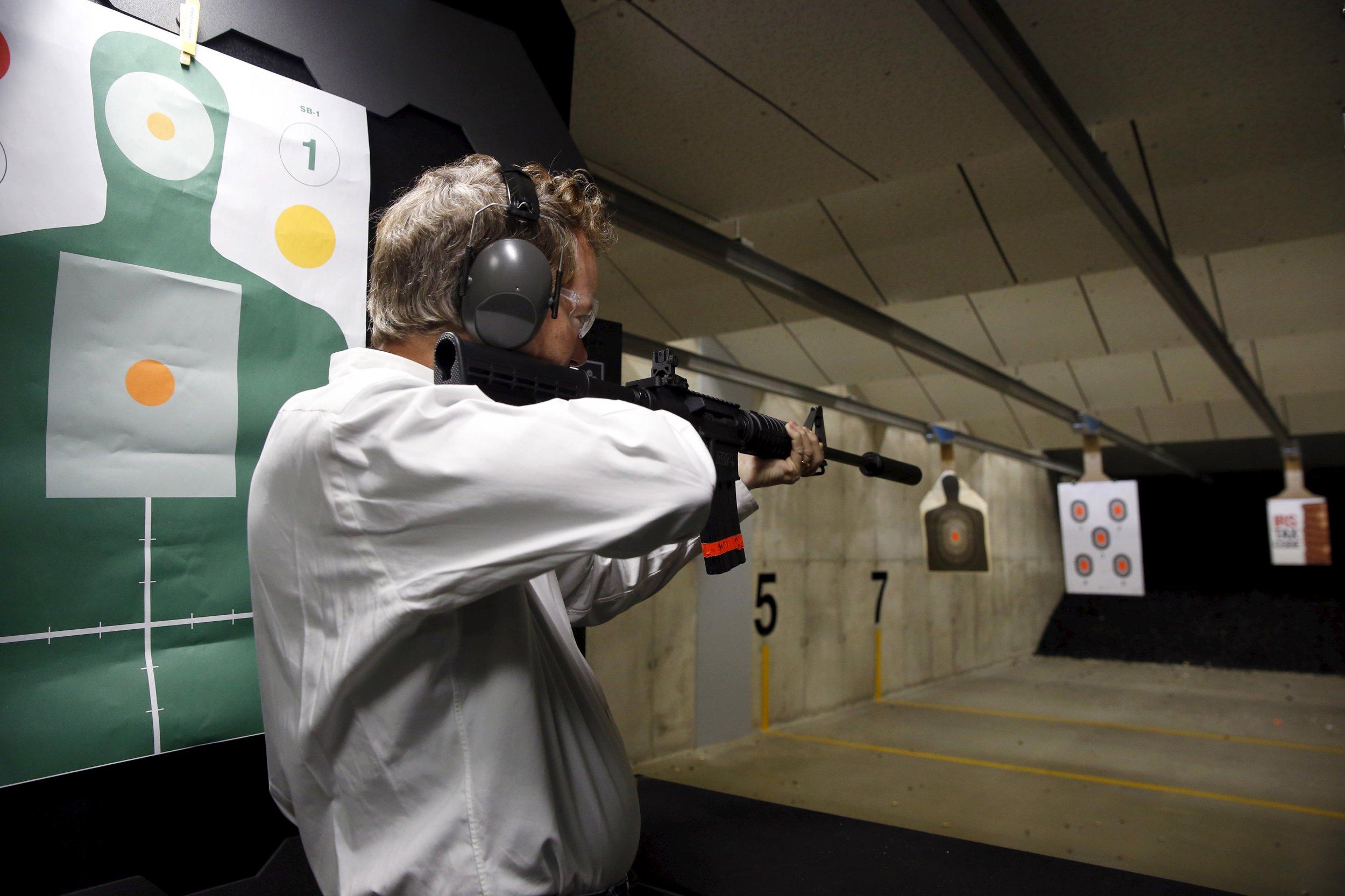 0426_candidates_fire_guns_01