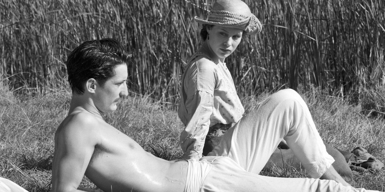 Pierre Niney and Paula Beer in Frantz Credit Jean-Claude Moireau_Foz_Music Box Films2