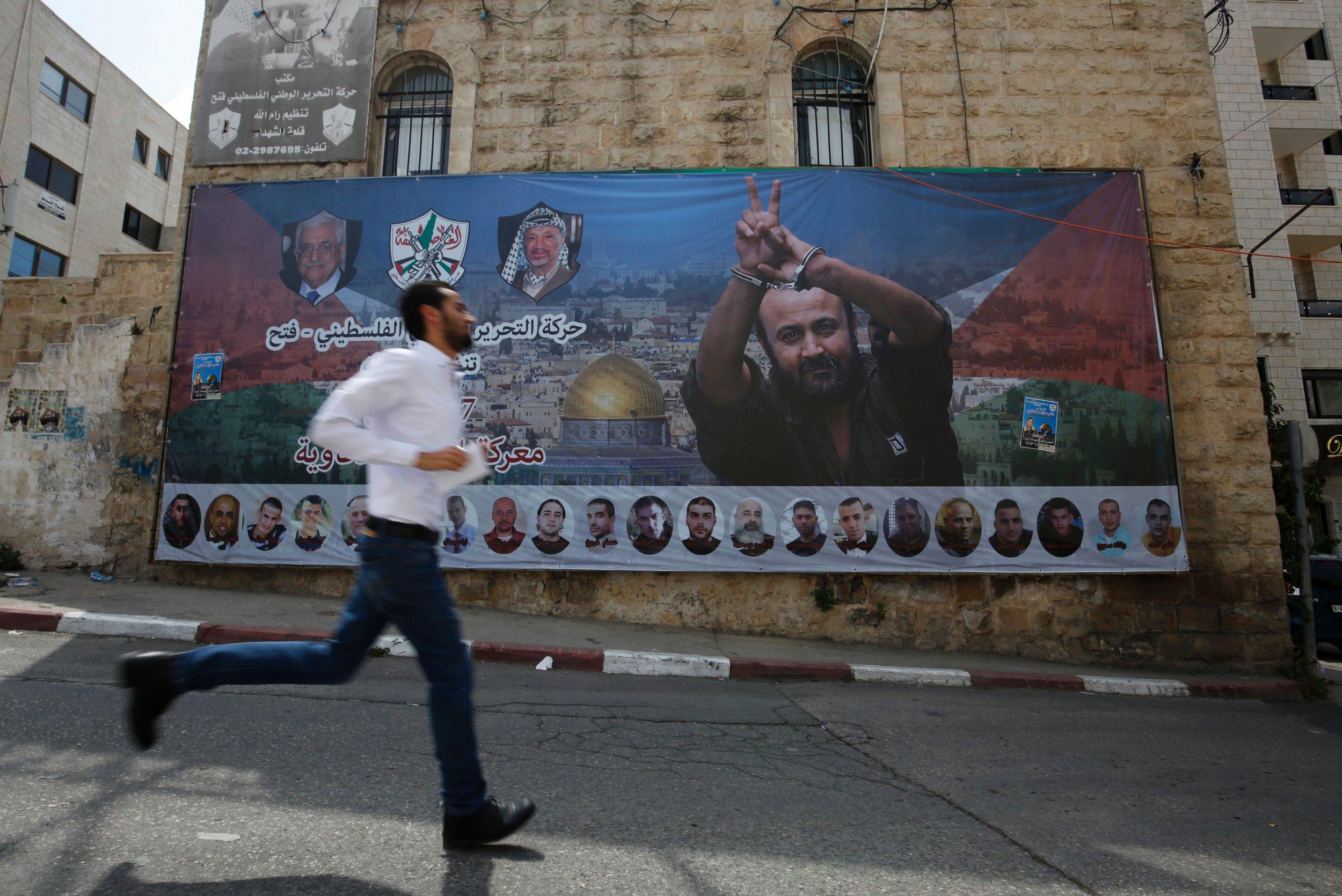 Palestinian prisoner mural