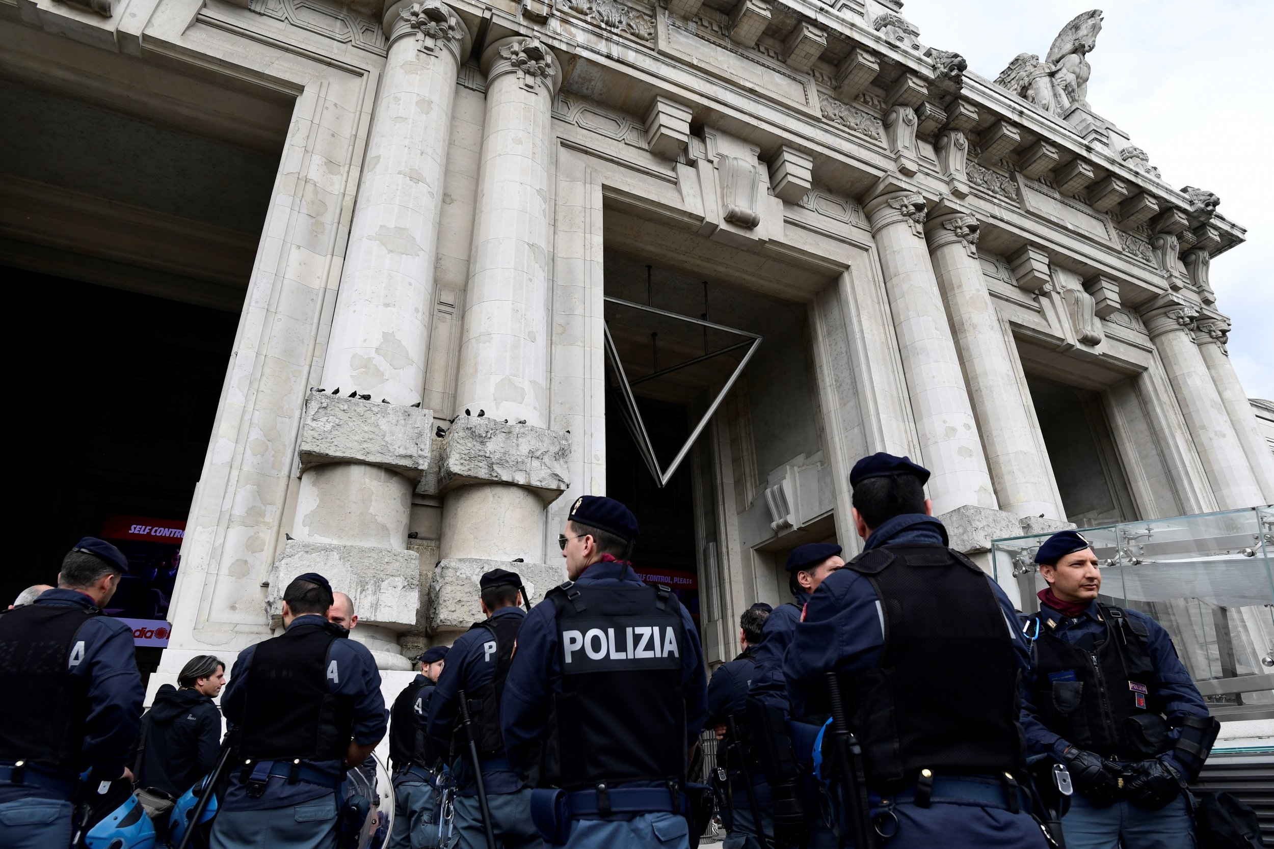 08_05_Milan central station_01