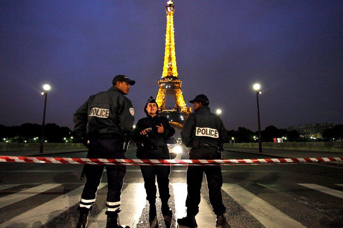 pakistan-europe-terrorisim-eiffel-hsmall