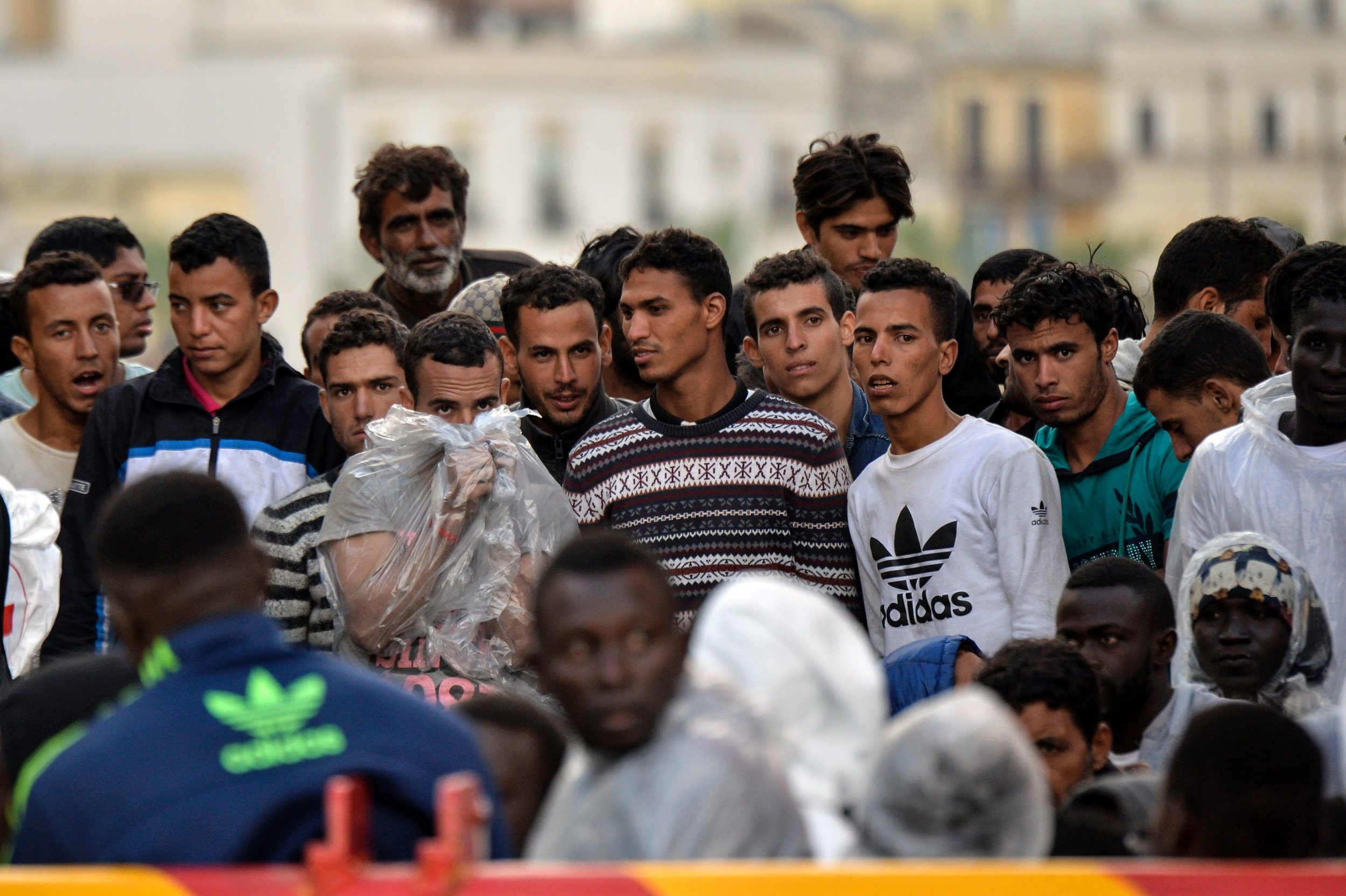 Syrian refugees reach southern Italy