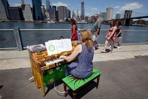 street-pianos-art-hsmall