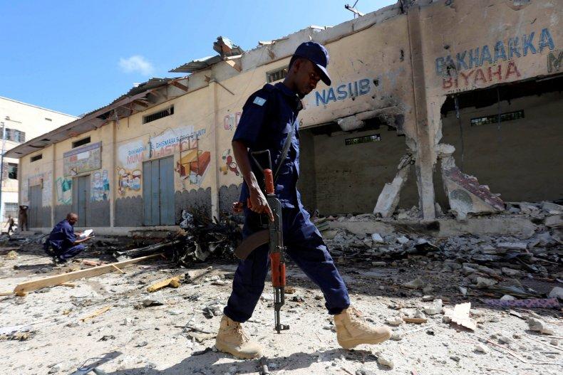 Somalia policeman car bomb