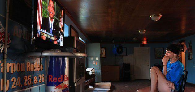 woman-watching-obama-speech-gulf
