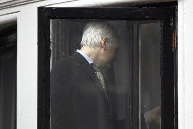 julian assange ecuadorian embassy extradition