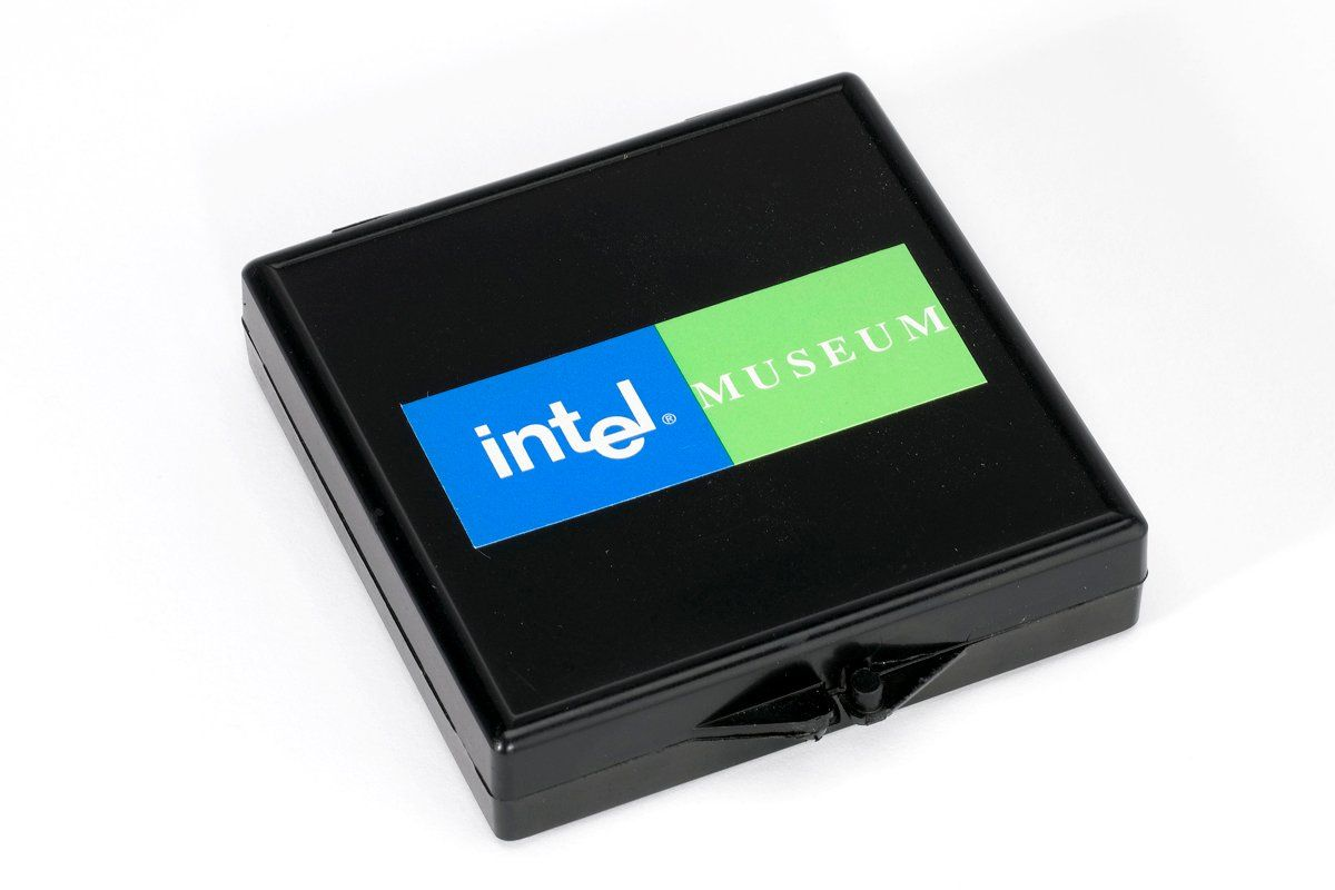 microprocessor-hoff-hsmall