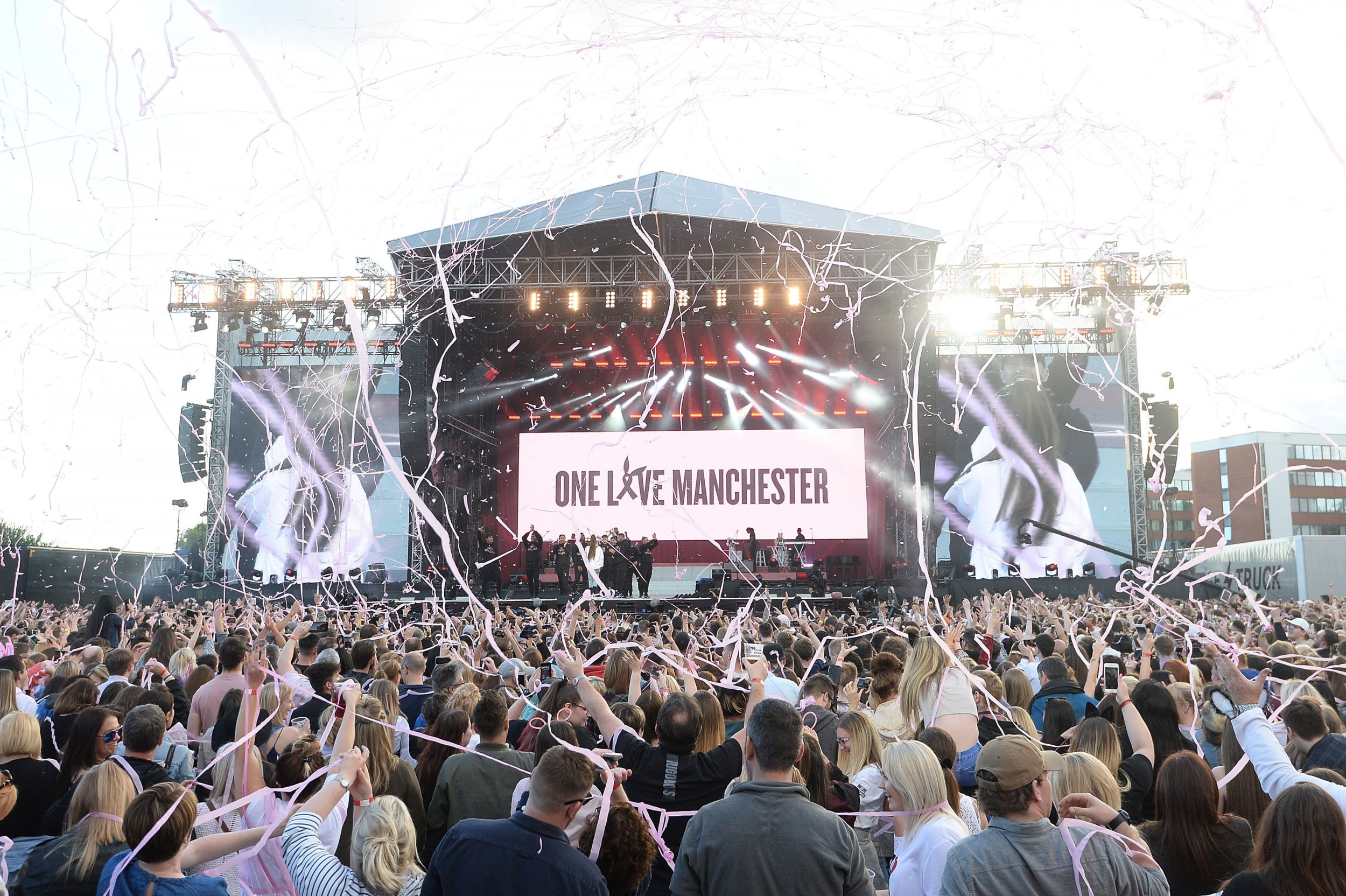 0604_one_love_manchester_ariana_grande_01