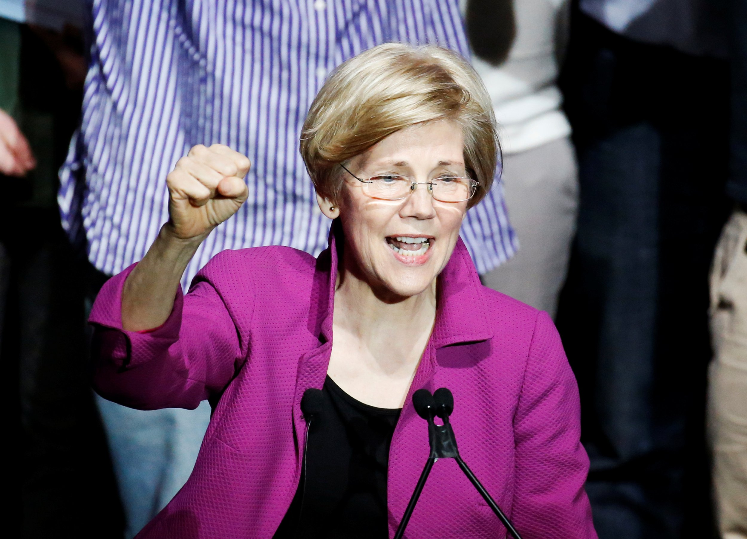0606_Elizabeth_Warren_action_figure_01