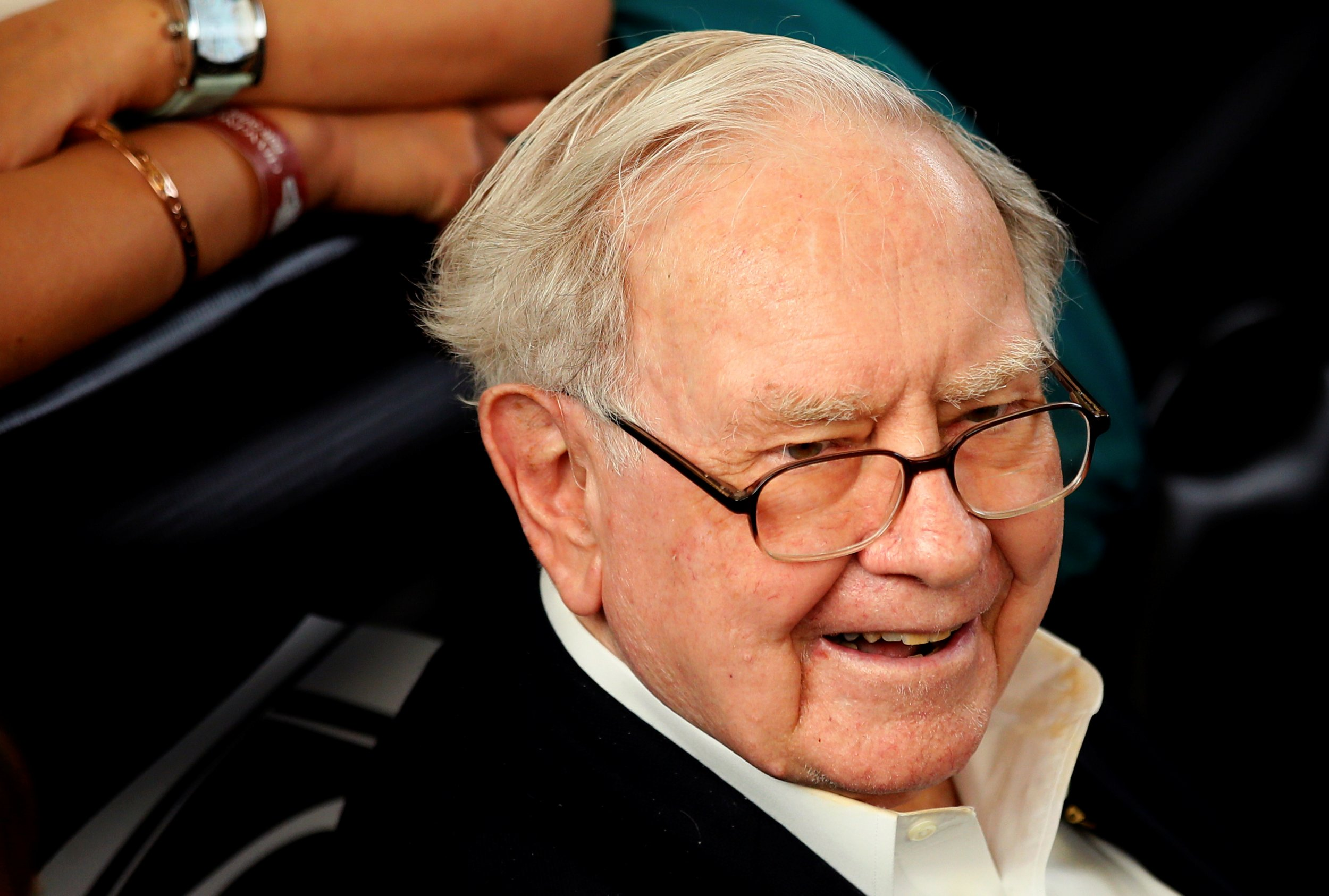 0606_Warren_Buffett_annual_lunch_01