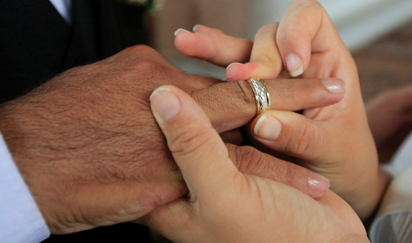 Lawmakers in New York pass legislation increasing the legal age limit of marriage to 17.