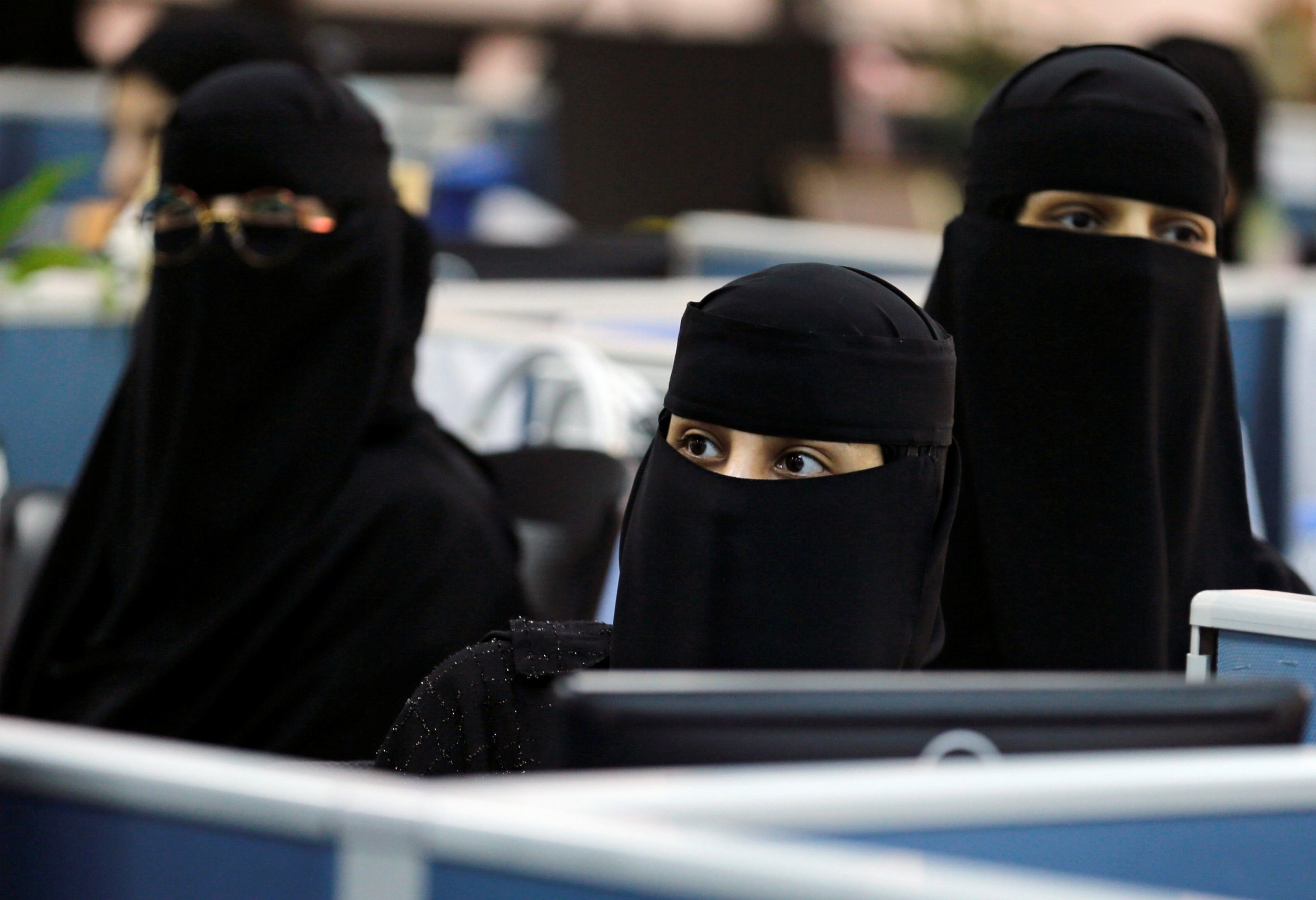 0609_saudi_women_01