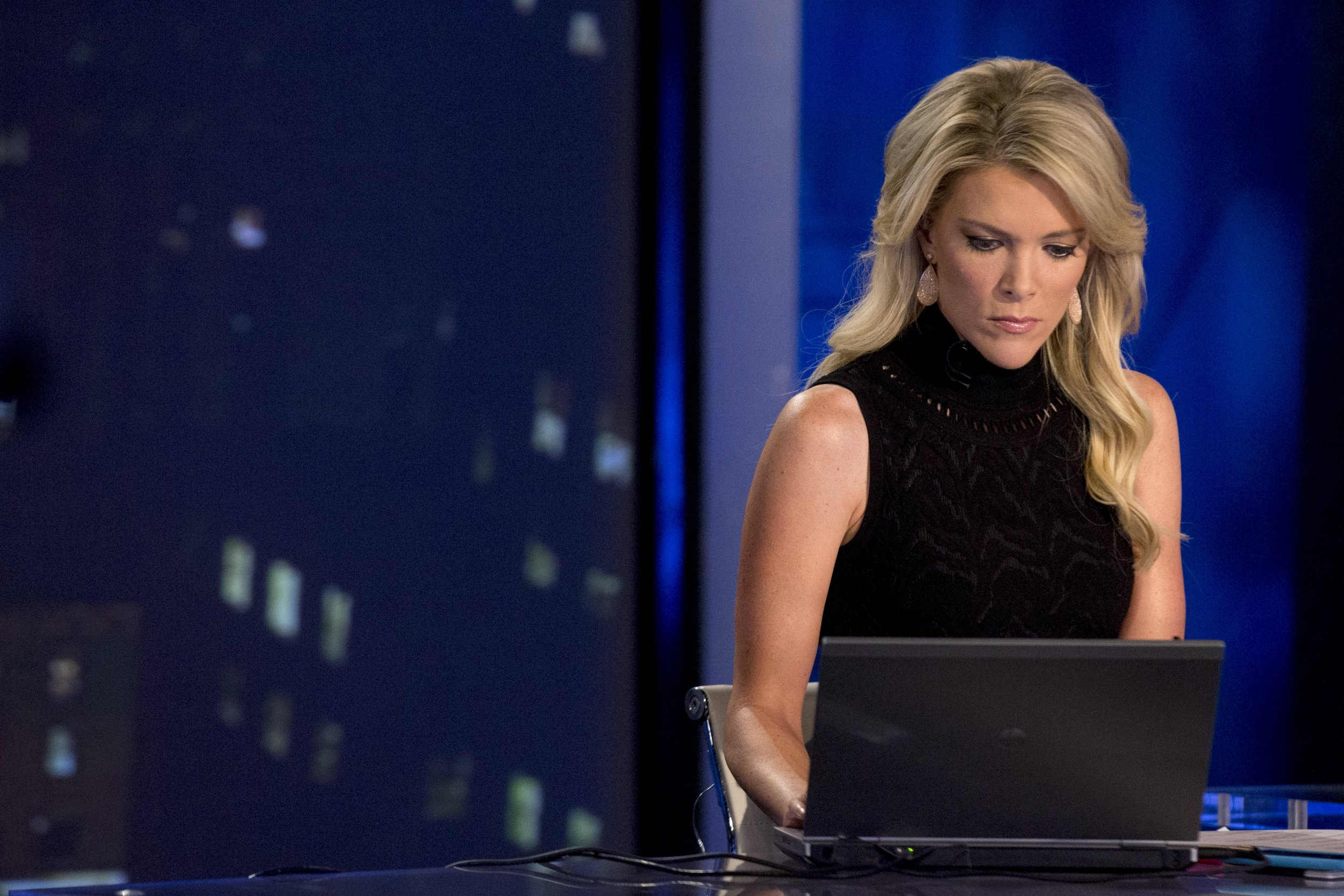 NBC Normalizing Alex Jones's Fake News With Megyn Kelly ...