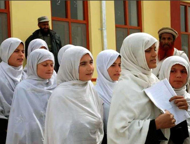 jolie-charity-tangi-school-afghanistan-300