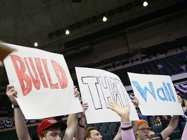 build-the-wall-getty-640x480