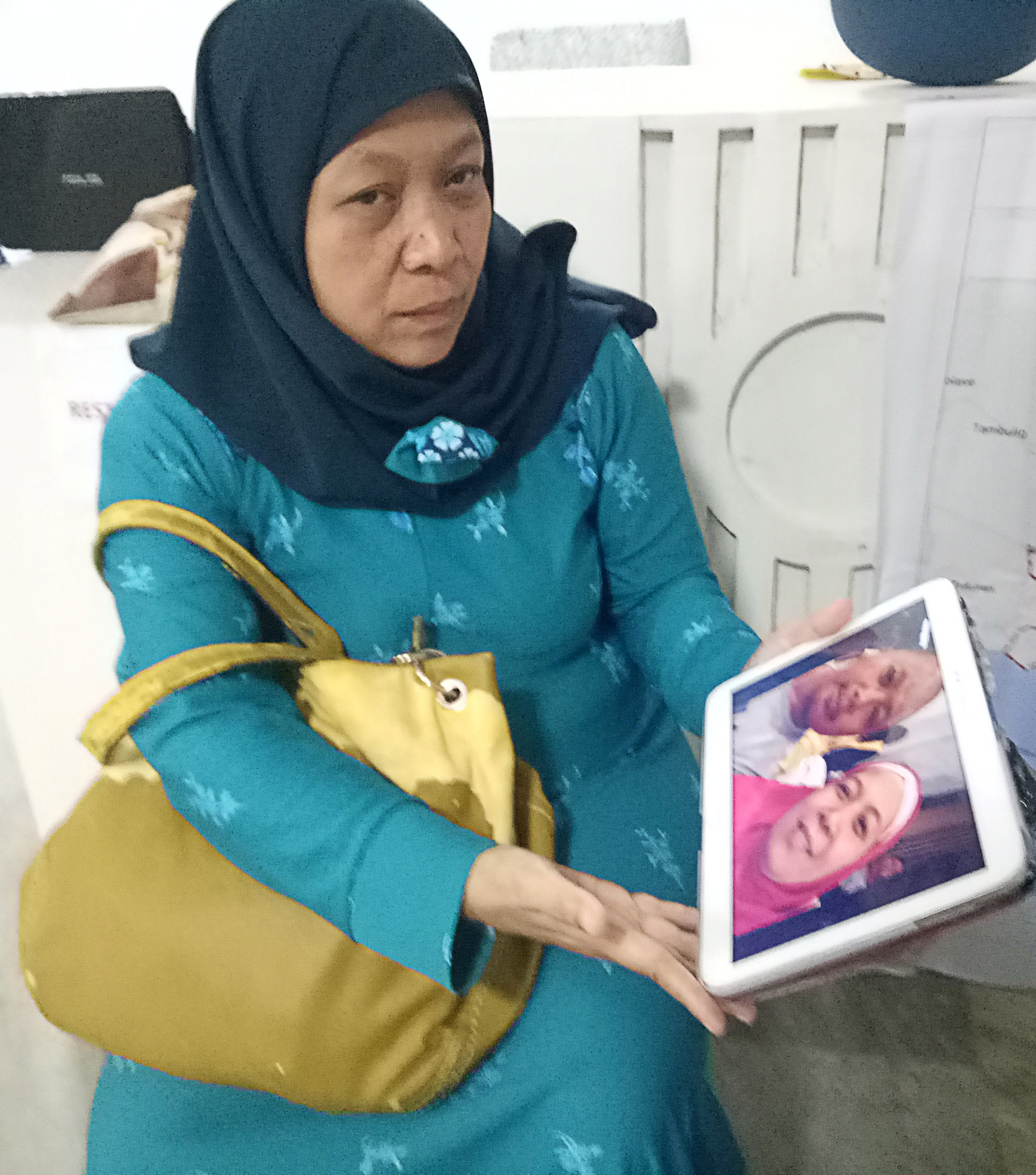 Woman with ipad marawi