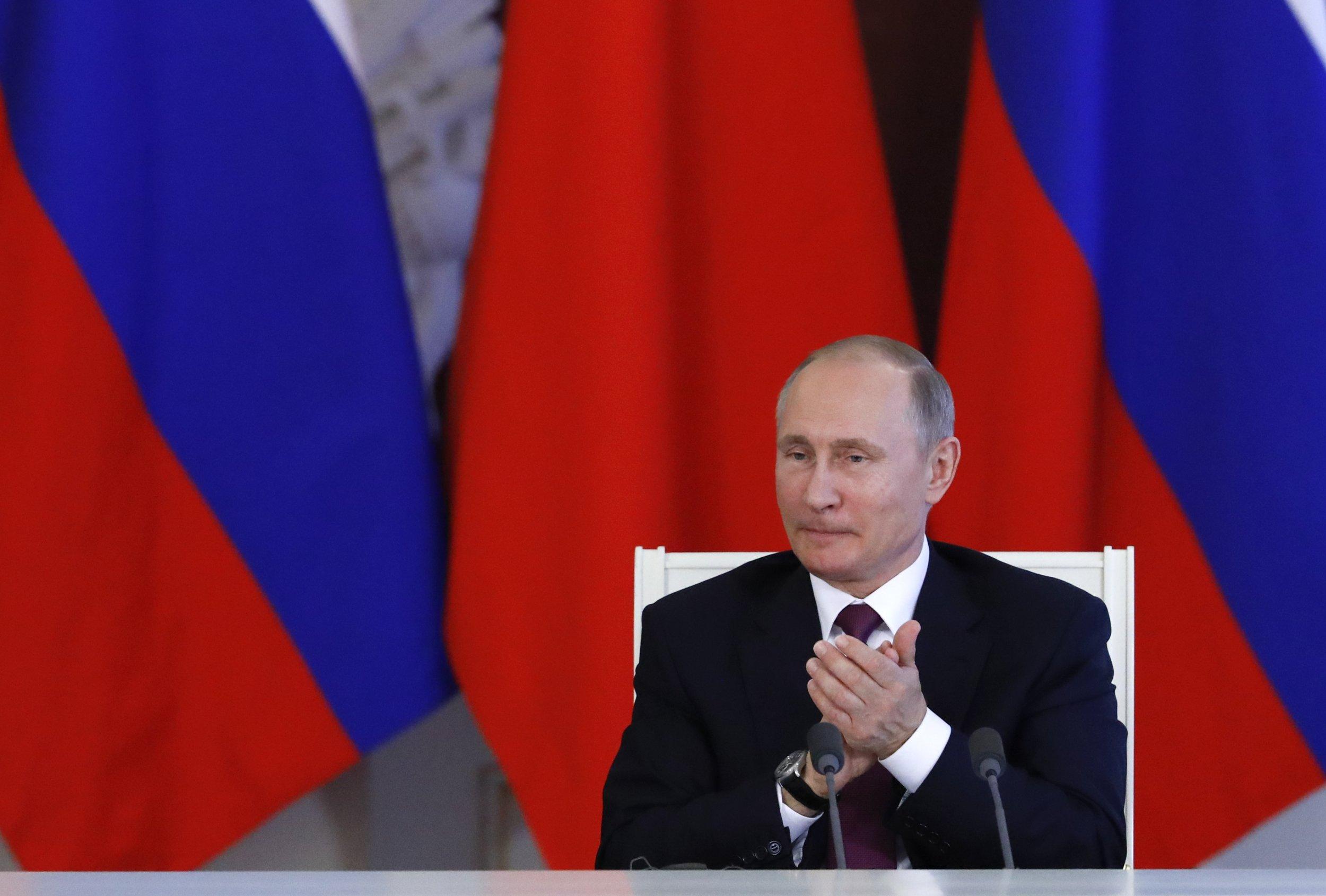 Putin claps