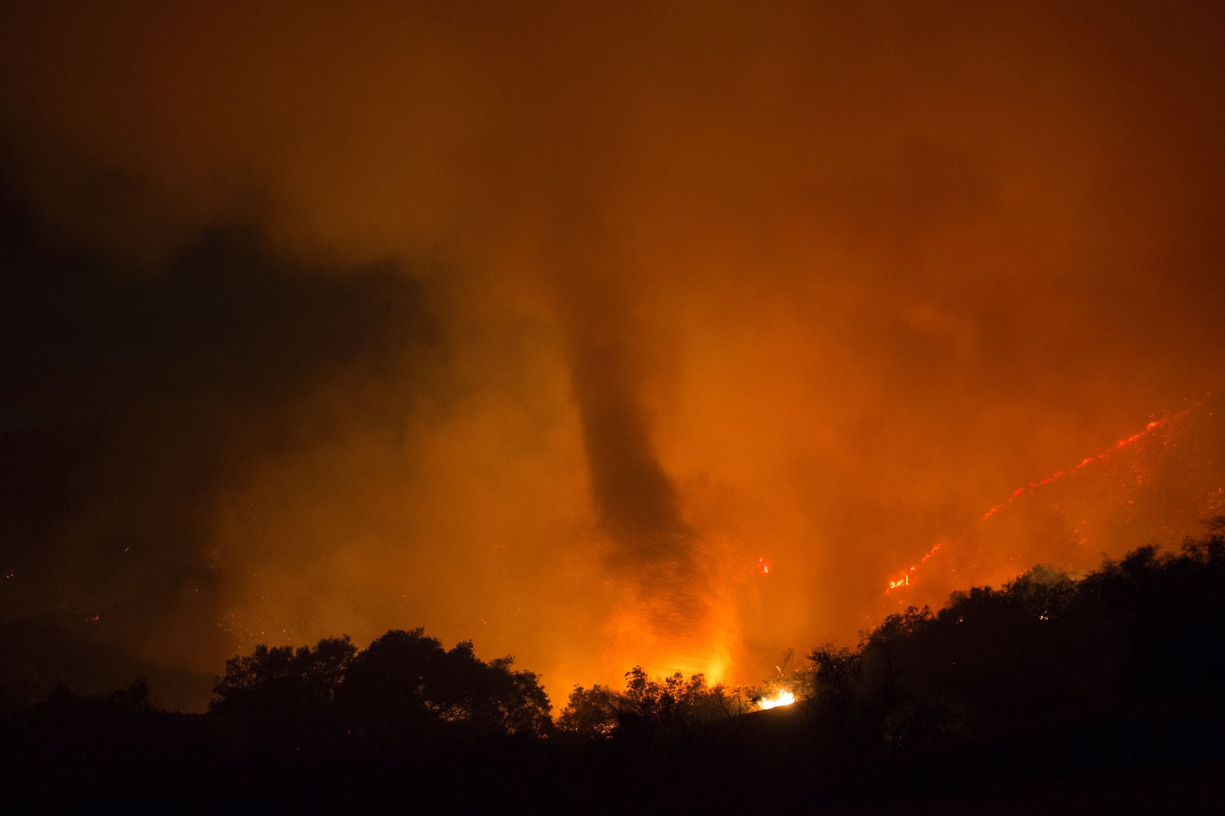 Christmas White House >> Fire Tornado Videos Go Viral After Natural Disasters in Texas and California