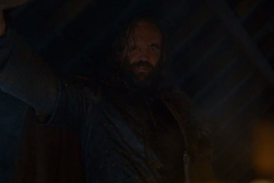 Game of Thrones: the Hound looks into the fire