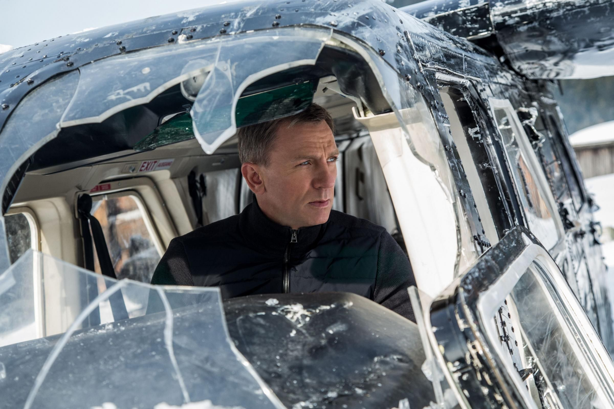 Daniel Craig returning as James Bond
