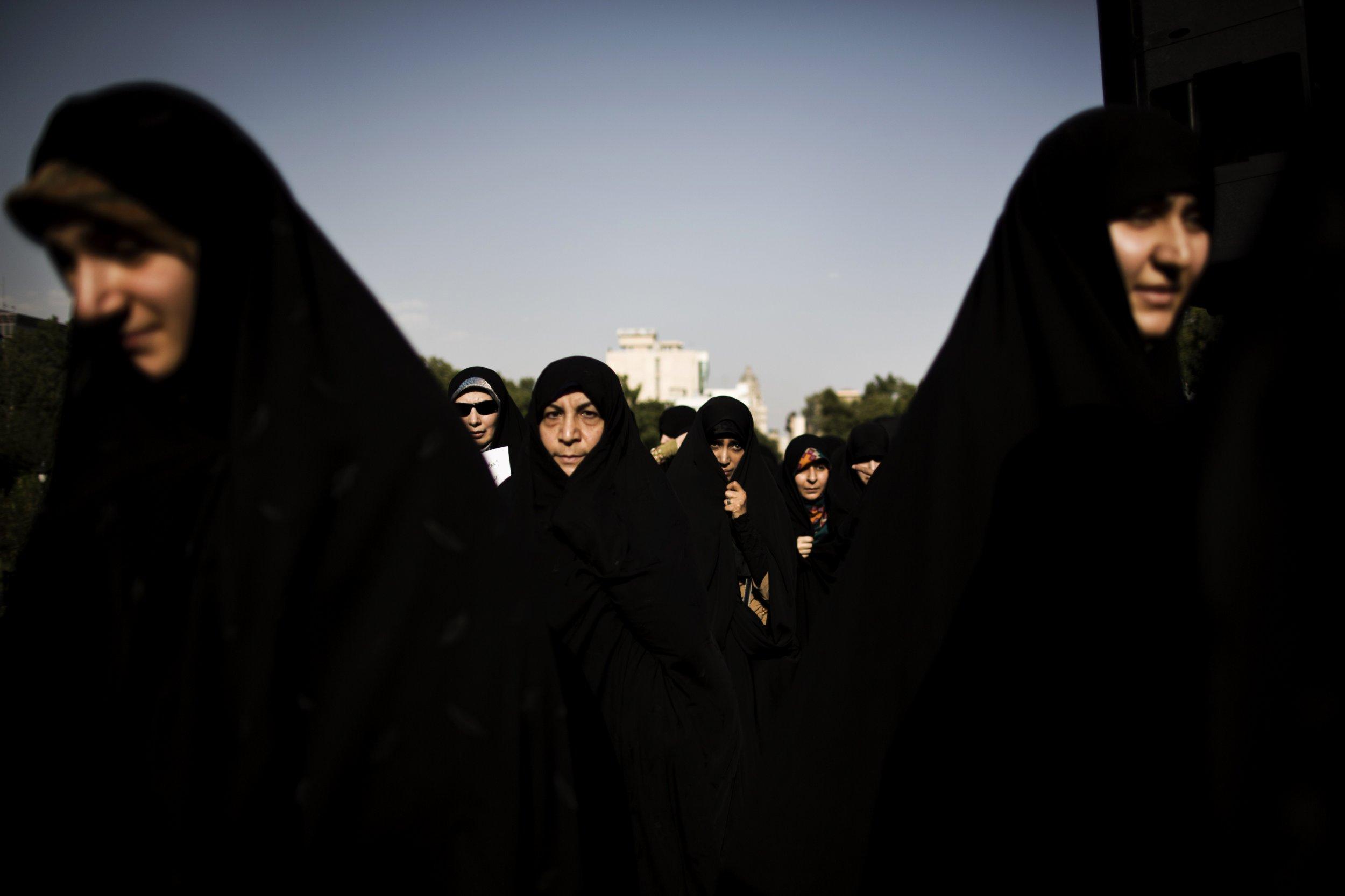 Iran women veiled