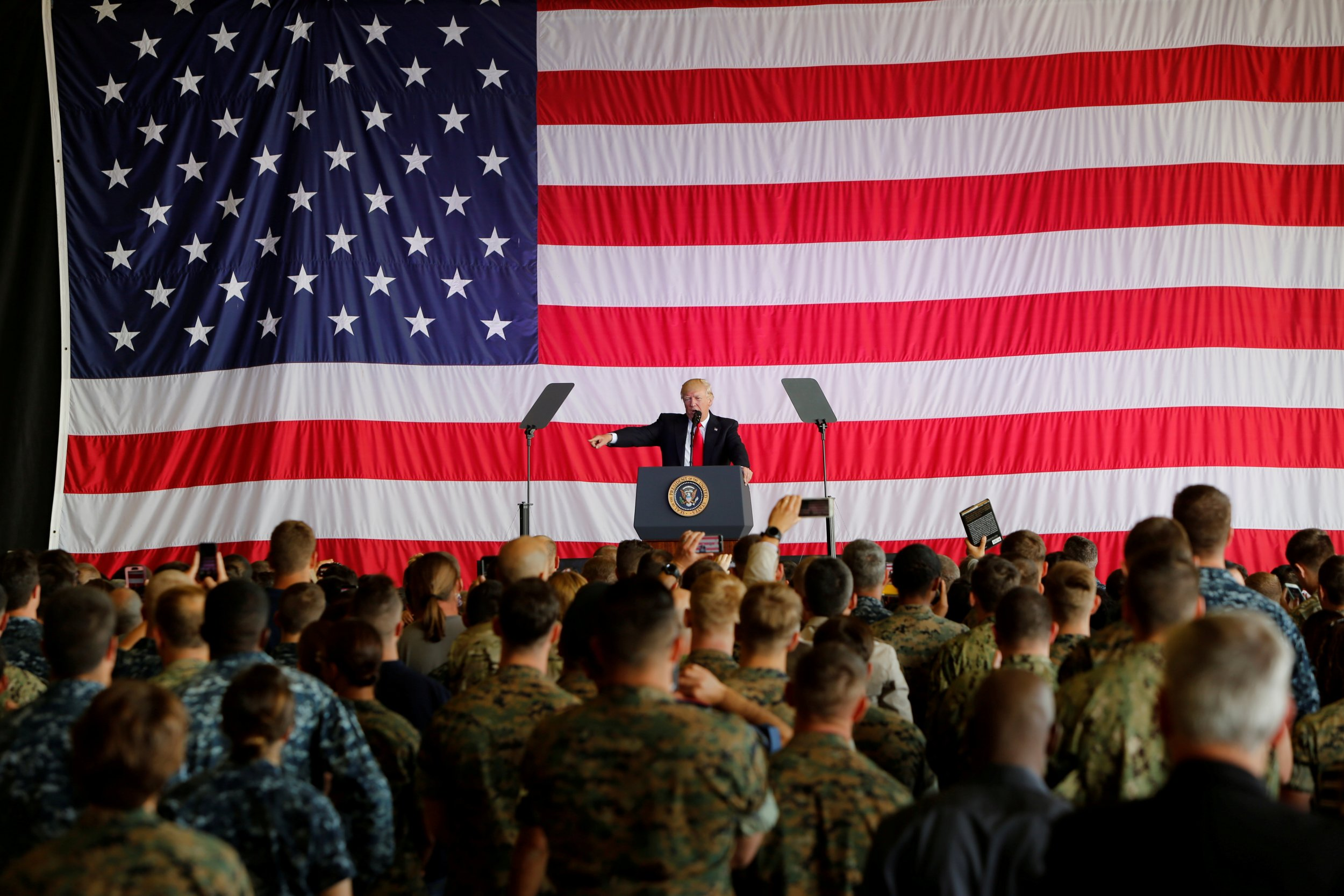Trump bans transgenders from serving in military