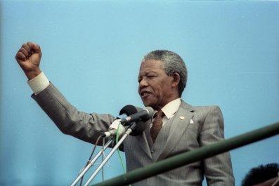 Nelson Mandela addresses crowd