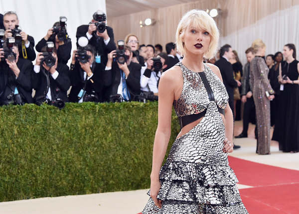 Taylor Swift recalls being groped by a DJ during sexual assault trial