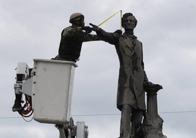 08_15_Confederate_statues_02