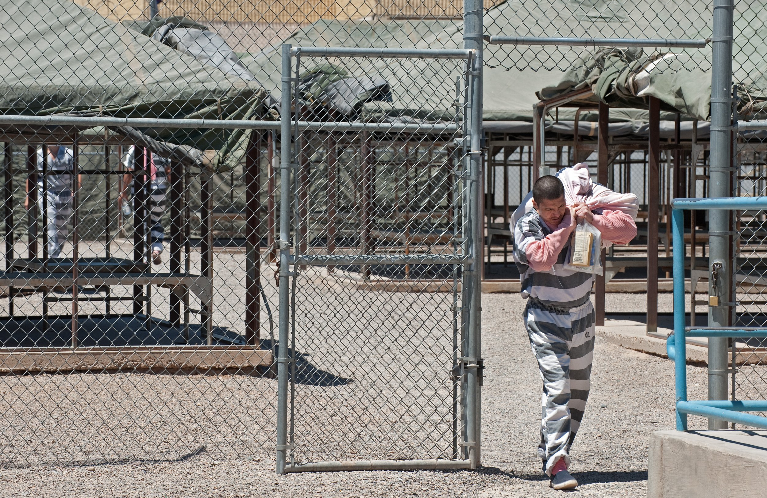 Former Sheriff Joe Arpaio kept prisoners in tents. But now that heu0027s gone thereu0027s a new sheriff in town u2014 and no more tents. PAUL J. RICHARDS/AFP/Getty & Joe Arpaiou0027s Tent City u0027Concentration Campu0027 Prisoners Have Been ...