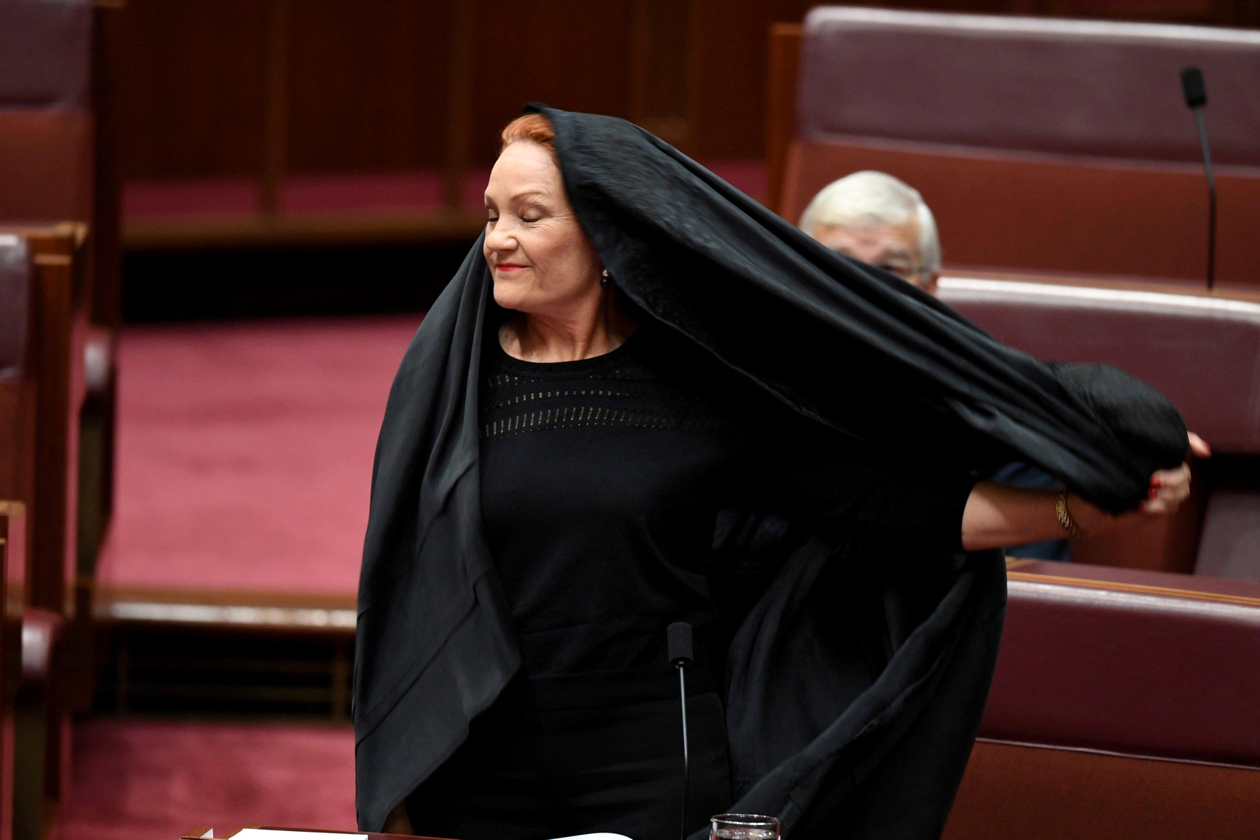 2017-08-17T060412Z_1_LYNXNPED7G09S_RTROPTP_4_AUSTRALIA-POLITICS-HANSON