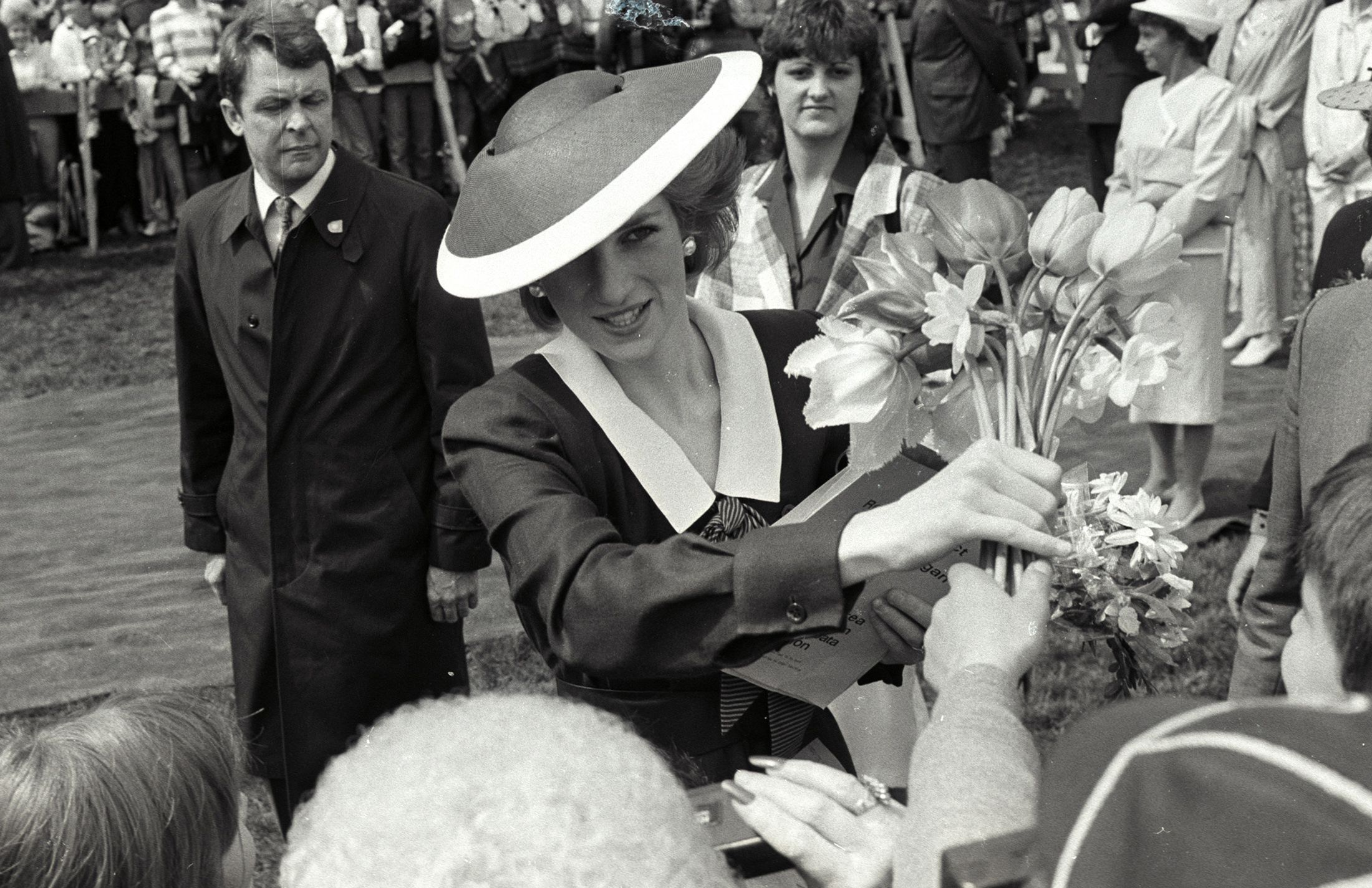What It Was Like at Princess Diana's Funeral, With Queen ...