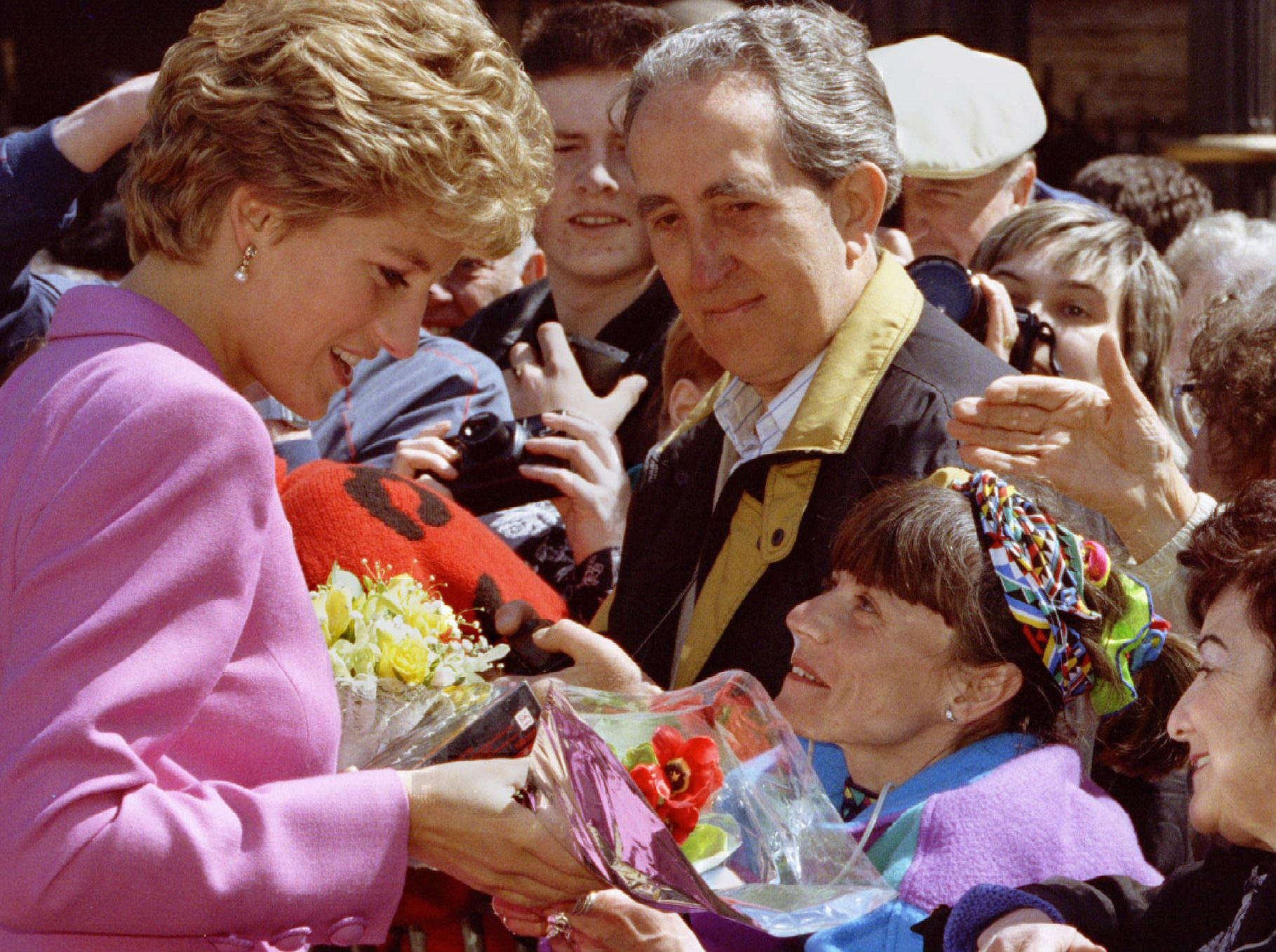 Diana with the people