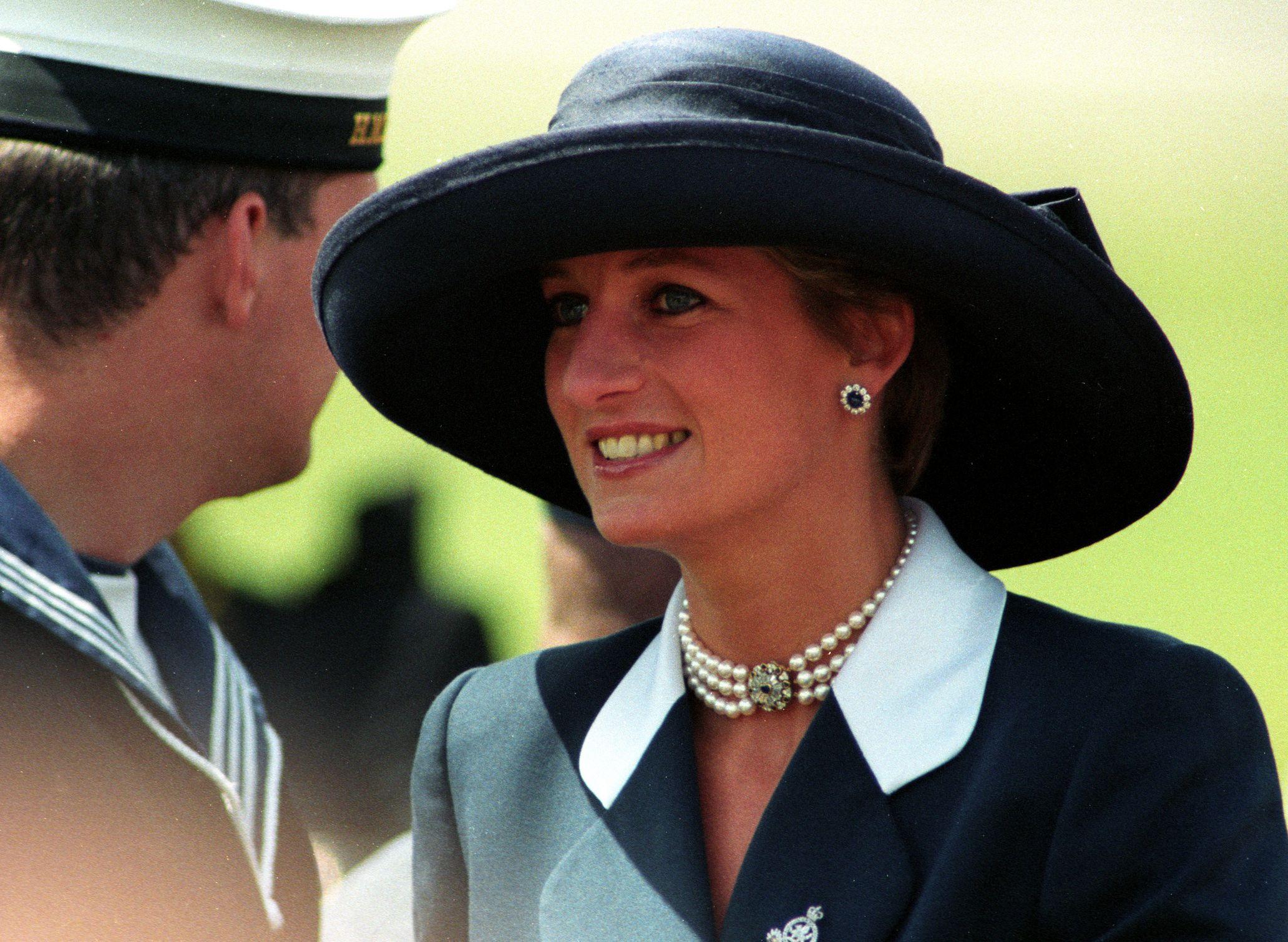 Diana public function