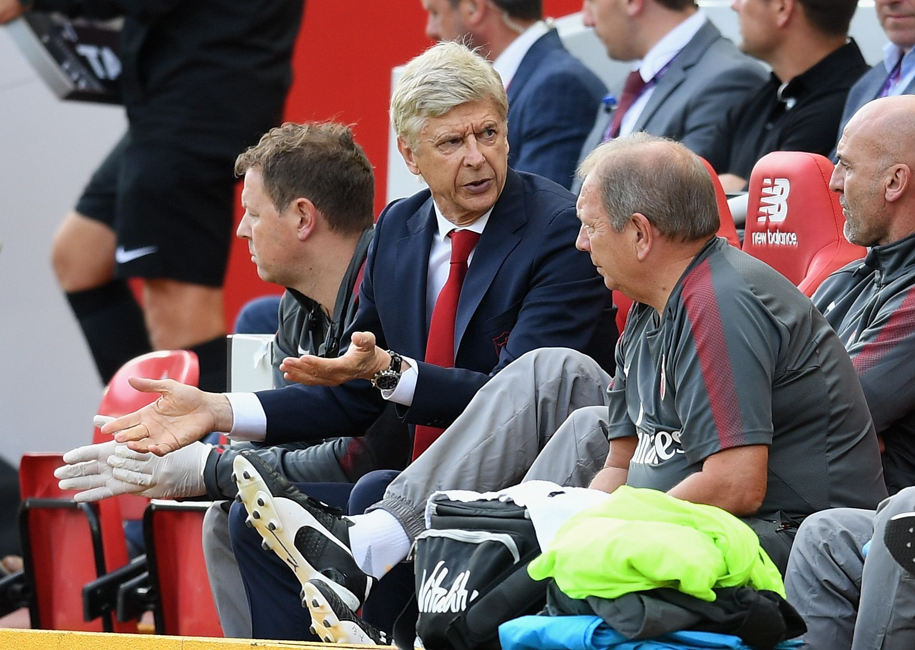 Arsenal manager Arsene Wenger, center.