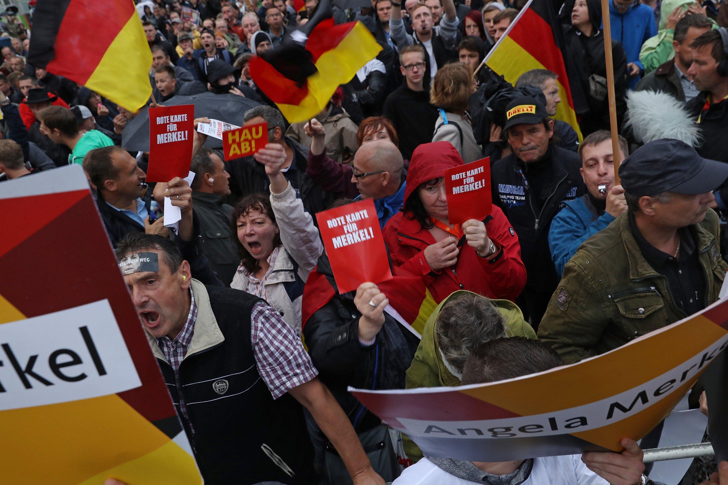 09_08_Merkel_Refugees_Protest