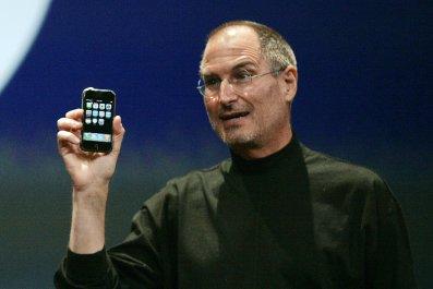 12_09_Steve_Jobs_First_iPhone_Launch