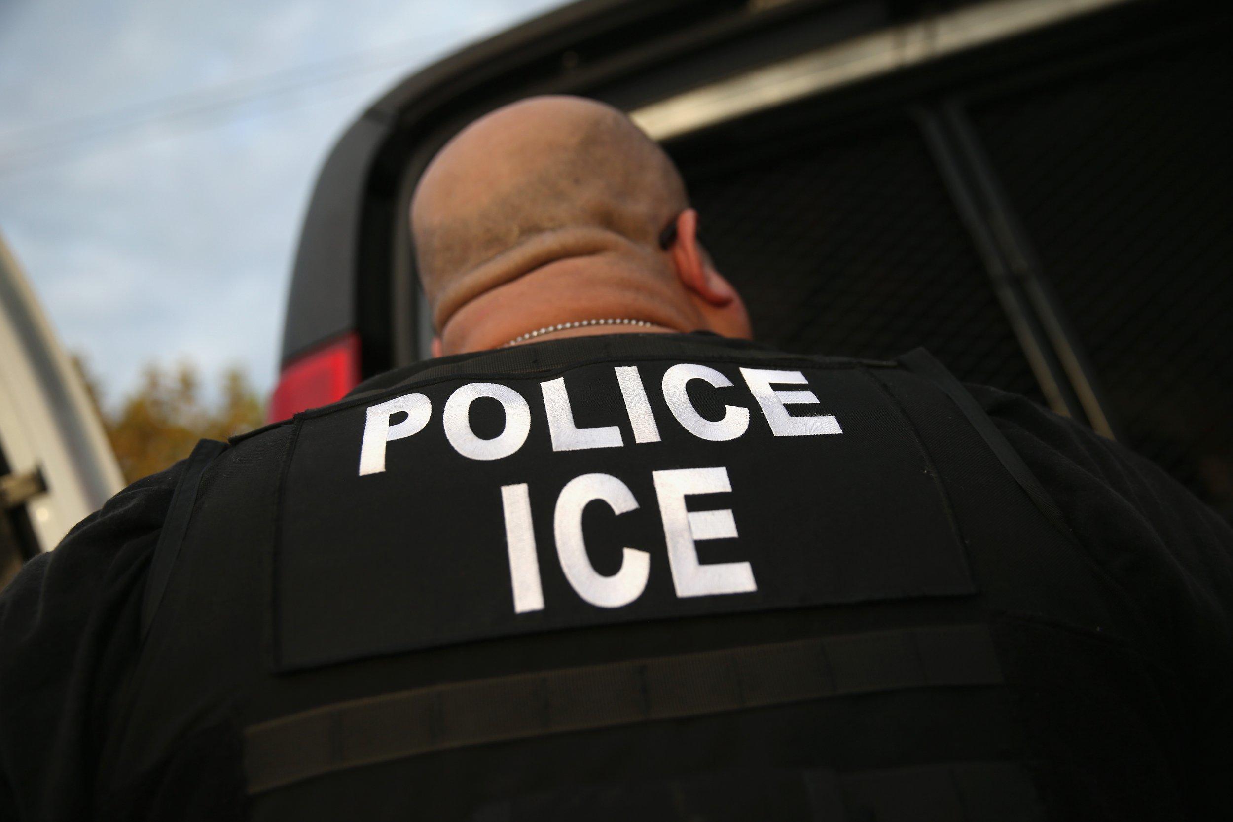 13_09_ICE_undocumented_immigrant_Motel_6