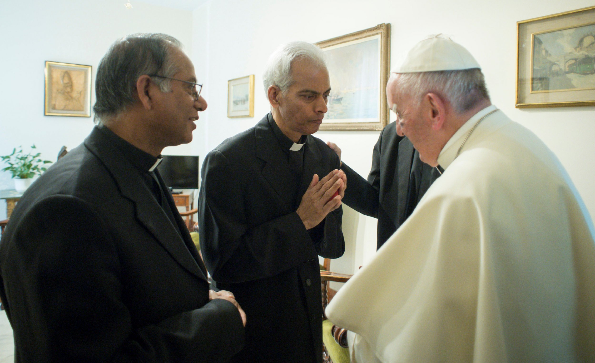 09_14_India_Priest_Pope
