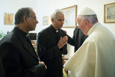 09_14_India_Priest_Pope