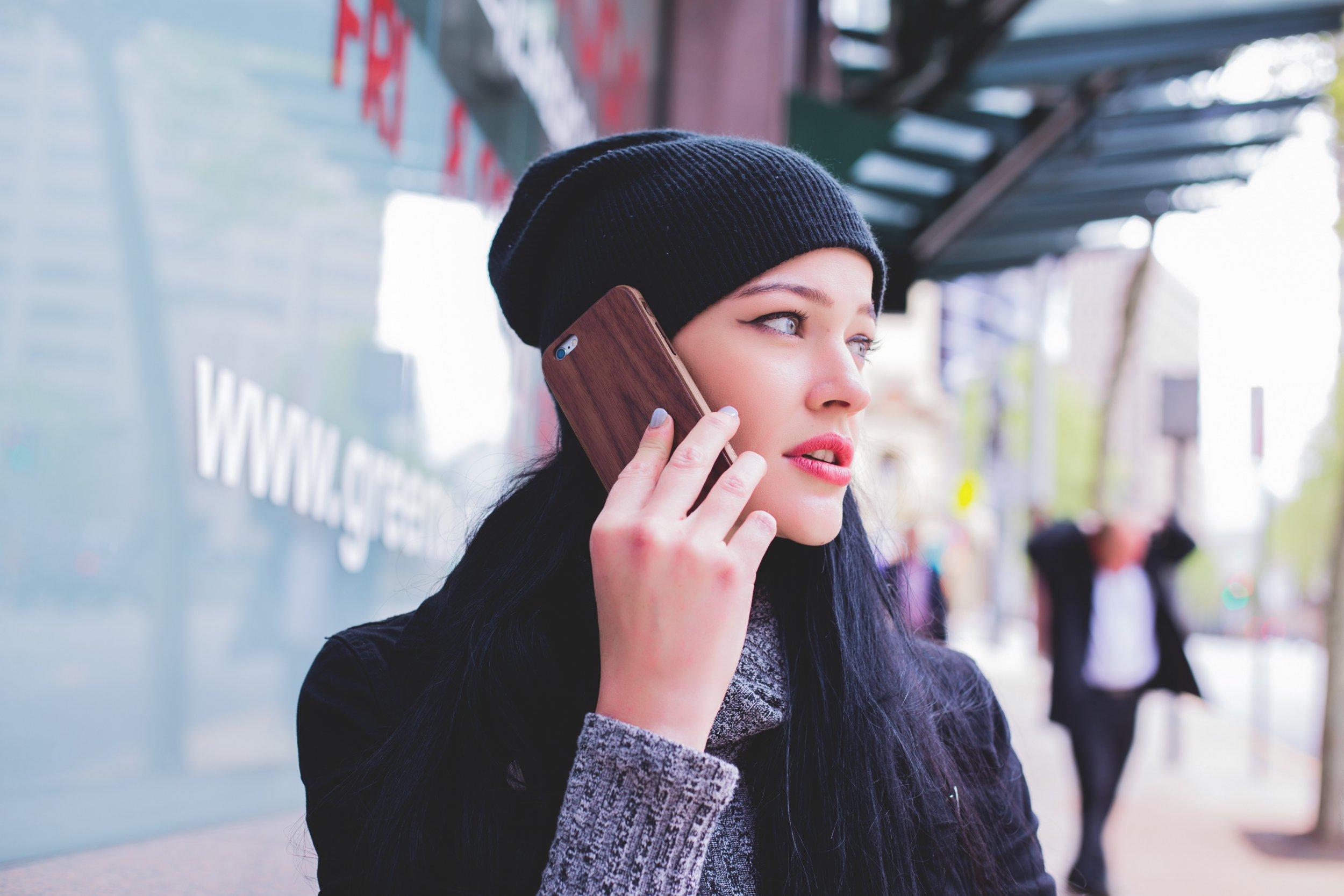 09_woman on phone_15_01
