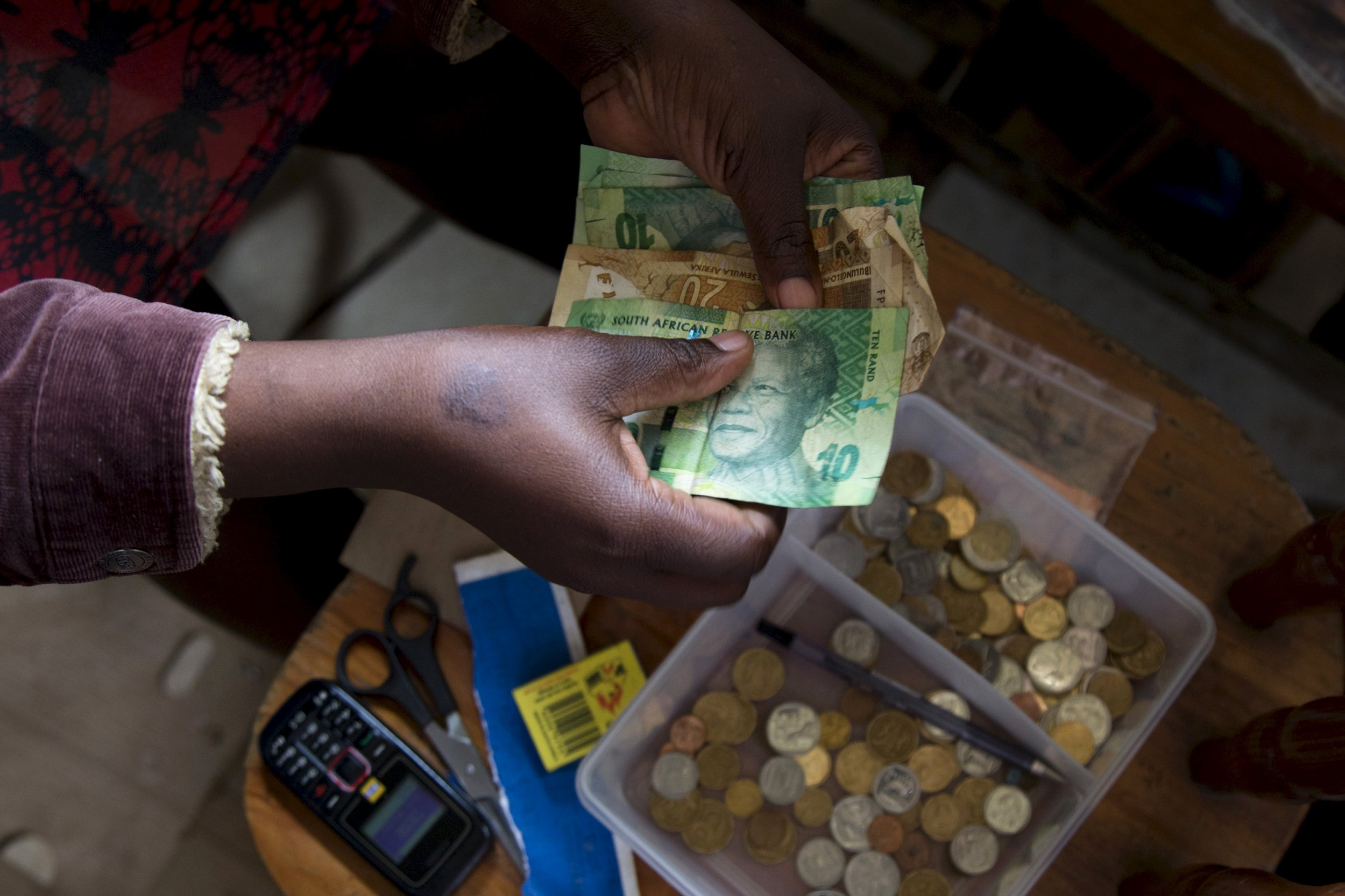 0922_Africa_cash