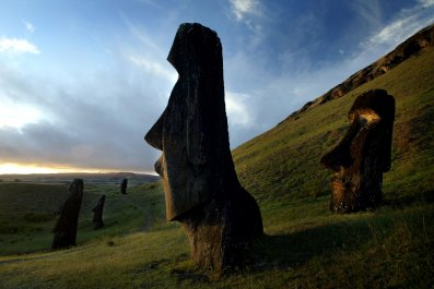09_26-Easter_Island_Statues