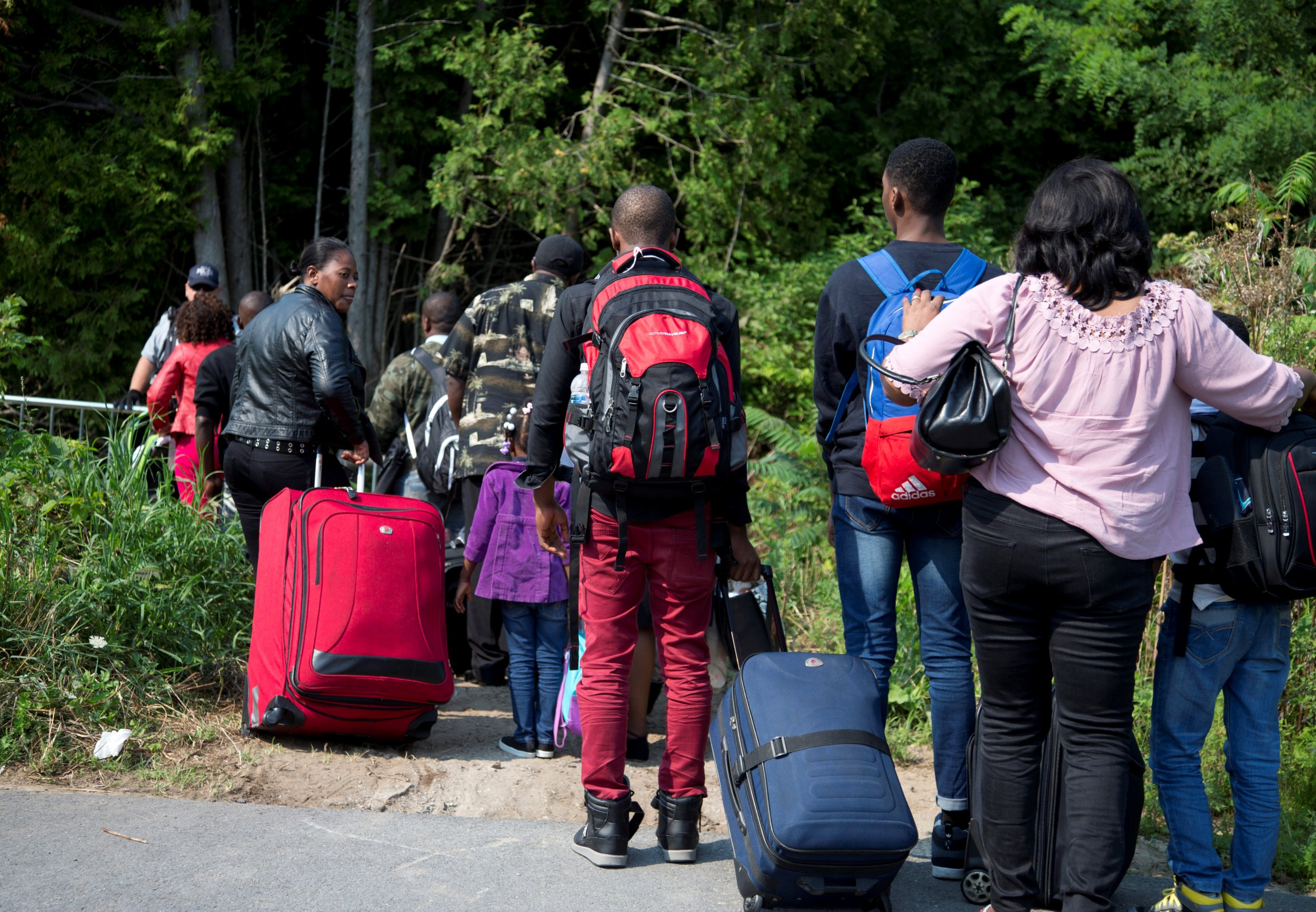 Canadian immigration officials tell immigrants don't cross border without papers